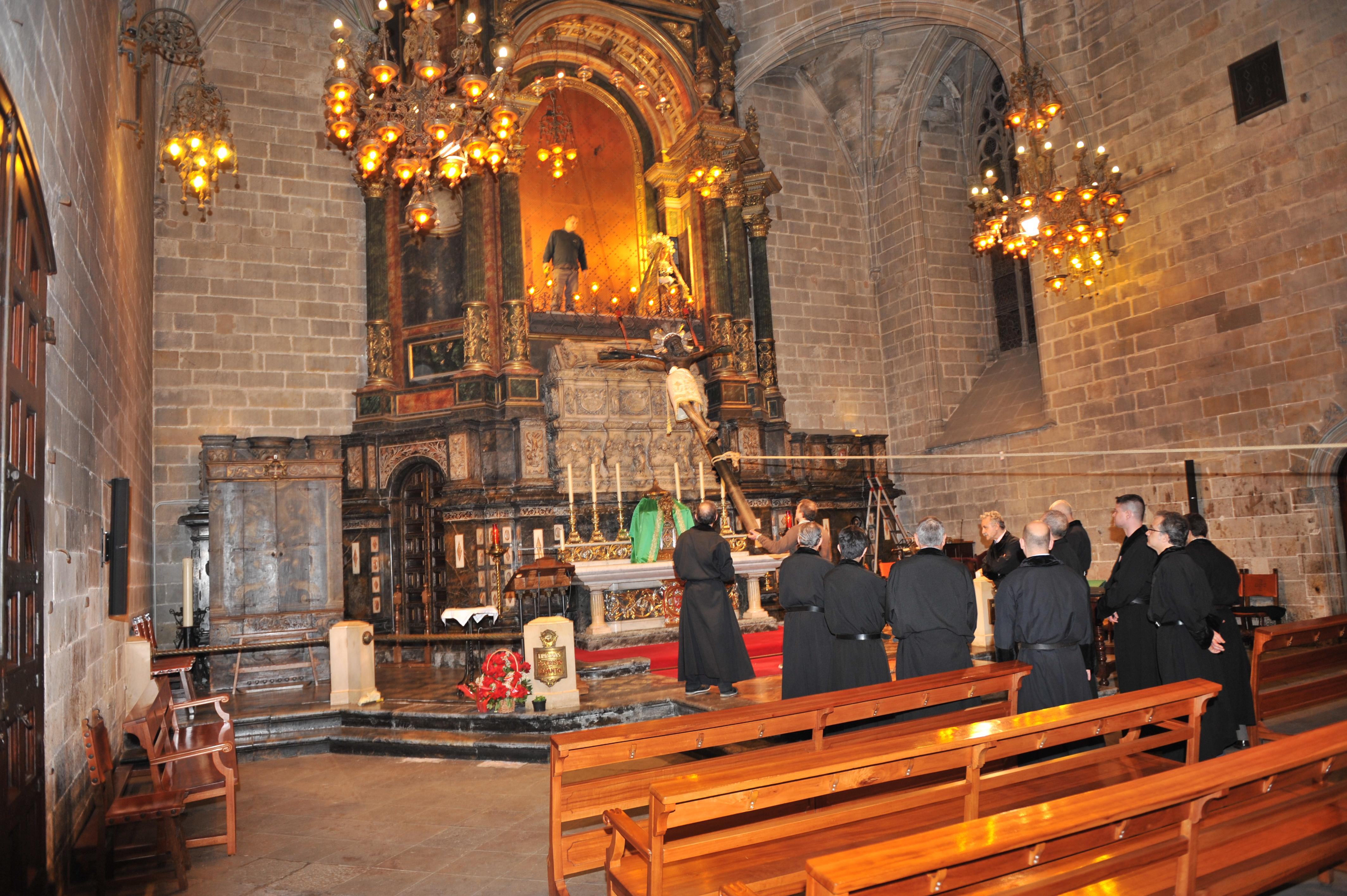 Los Portantes bajan el Santo Cristo de Lepanto - Arzobispado de Barcelona